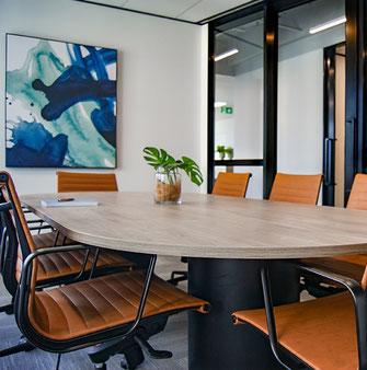 Besprechung im Konferenzraum oder Büro
