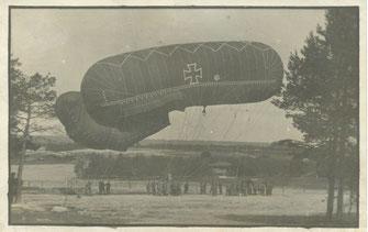 Aus dem Nachlass des Schreibers. Ein erbeuteter französischer Fesselballon wird von einem deutschen Ballonzug an der Westfront eingesetzt. Sammlung Isonzofront.de