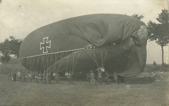 Aus dem Nachlass des Schreibers. Ein deutscher Fesselballon wird an der Westfront gefüllt. Sammlung Isonzofront.de