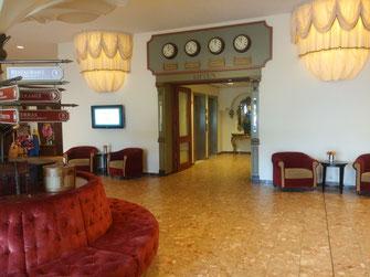 Efteling, Freizeitpark, Hotel, Reisen, Lobby, Koffer, Baron 1898, Symbolica, pretpark, Holland, Niederlande