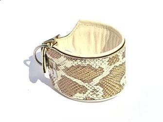 Windhundhalsband in Pythonoptik 6 cm breit mit Polsterung und Futterleder in der Farbe creme Bolleband