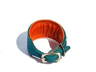 Fettlederhalsband für Windhunde 4,5 cm breit türkis mit Polsterung und Futterleder in orange Edelstahlverschluß Bolleband