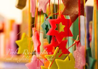 Weihnachtskarte, Weihnachten, Neujahrskarte, Gutenhof, Priska Ziswiler, Ettiswil, Fotokarte,  Sterne, bunte Sterne, Atelier, Ambiente, Atelier Ambiente, Kerzenatelier