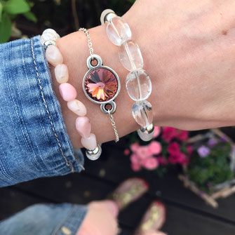 Moderne Edelstein Armbänder aus Köln, im Frühlingslook, weiß und rosa, Swarovski Stein Anhänger, versilbert