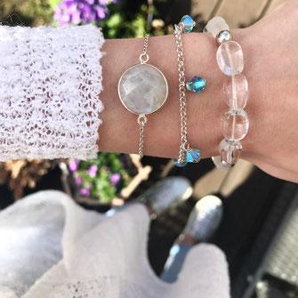 Moderne Edelstein Armbänder mit Swarovski Steinen, Versilbert und mit einem Mondsteinanhänger, aus Köln, Armcandy, Frühlingslook, Frühjahrskollektion
