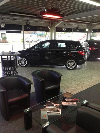 Wartezone mit Heizung für Kunden in Autohaus