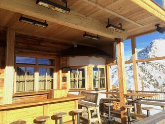 Beheizte Apres-Ski Terrasse in den Bergen