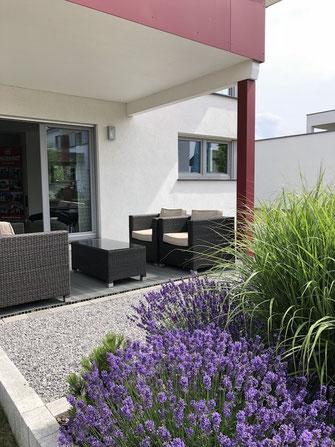 Mobile Heizstrahler mit Ständer für Terrasse