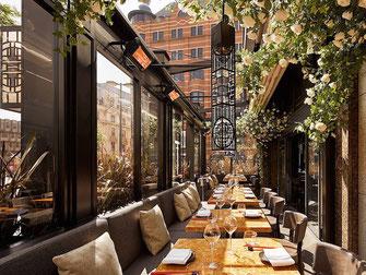 Fine dining  auch abends mit Heizung auf der Terrasse