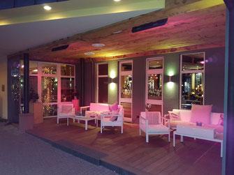 Eingang Restaurant-Terrasse mit Infrarot-Heizung