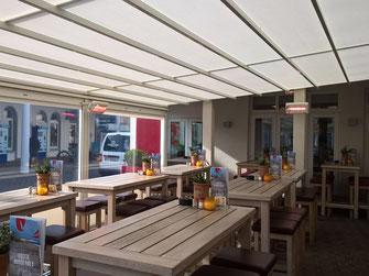 Allwetter-Terrasse mit Wärmestrahlern