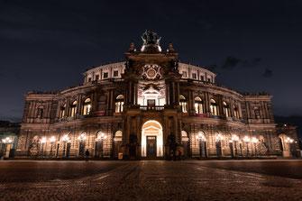 Dresden, Semperoper bei Nacht, Blaue Stunde