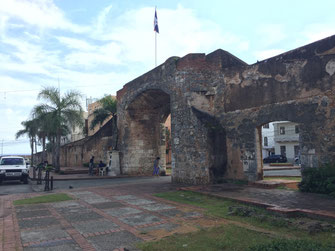 Dom Rep, Dominikanische Republik, Santo Domingo, Promenade, Malecon, Ufer, Puerta de la Misericordia