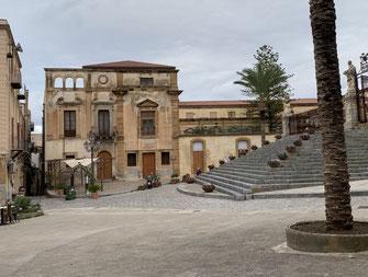 Italien, Sizilien, Sehenswürdigkeit, Cafalú, Kreidefelsen, Kalkfelsen, Kirche, Burg, Strand, Meer, Kloster, Chiostro della Cattedrale