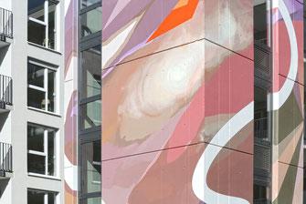 Abstrakte Farbgestaltung auf Beton mit Bautenschutz