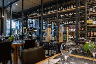 Der große Weinschrank im adoro gusto in Kirchheim-Teck