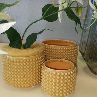 Keramik Pflanzengefäss in Noppenoptik