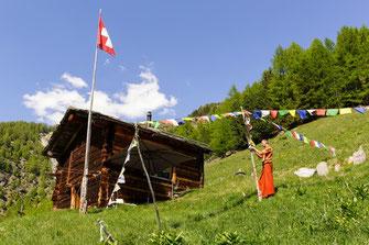 Tibetische Gebetsfahnen auf der Klause