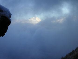 Schneeberge im Nebel