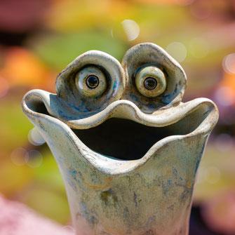 Krötis sind Frösche aus Keramik. Neues Design aus dem Töpferatelier