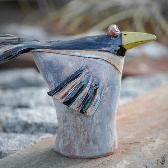 Tüten-Vögel sind Keramikvögel die als Nützlingshotell verwendet werden können.