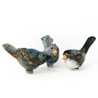Keramikvögel aus Ton für den Garten