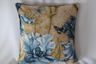 "Gobelinkissen ""Blaue Iris mit Schmetterling"" Zierkissen Sofakissen Dekokissen"