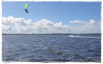 Kitesurfen an der Ostsee, Rerik und Pepelow und Boiensdorf bis Kühlungsborn. Urlaub an der Ostsee in der Kiteschule