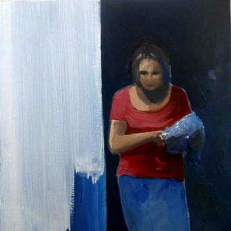 Frau im Hinterhof