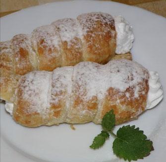 デザート: シナモンとリンゴのハンガリーのパイロール