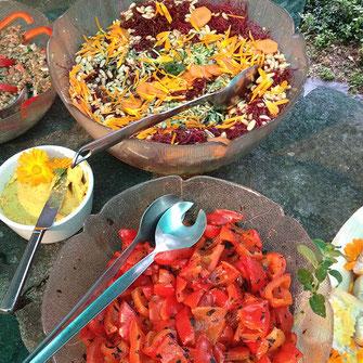 Bild Büfett mit Salaten