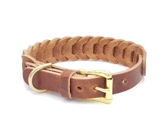 Geflochtenes beiges Hundehalsband aus Leder mit goldener Schließe aus Messing