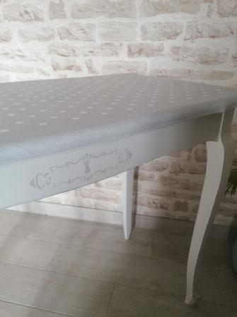relooking de meuble le mans sarthe table shabby gris blanc pois pochoir couture