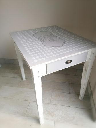 relooking de meuble aménagement boutique de fleurs le mans sarthe table home sweet home  gris blanc bois pochoir
