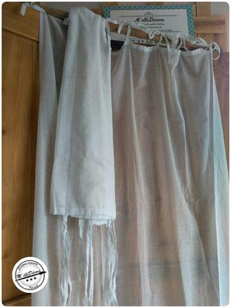 Paire de rideaux en voile blanc à nouettes, 2,40x1.m, Tarif location: 9€ Caution: 25€