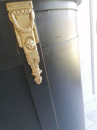 relooking de meuble napoléon le mans sarthe marbre noir doré chic miroir bois