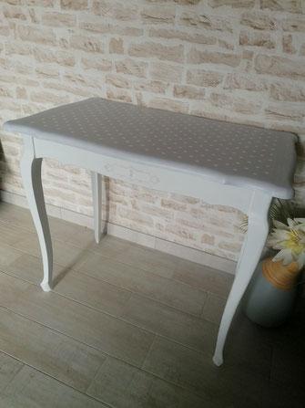 relooking de meuble le mans sarthe table shabby gris blanc pois pochoir