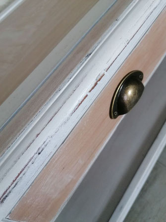 relooking de meubles le mans sarthe table basse merisier blanc patine bois poignee coque campagne