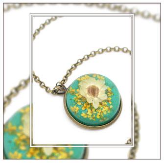 Flore ° The Tiny Garden° Blumen Medaillon Zauberhafte Handgemachte Medaillonkette mit  weiß-gelben Blüten .     * Designed and Manufactured by Elfgard® Germany