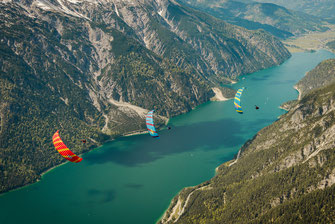 Une aile de freestyle pour les pilotes déjà dégrossi et qui souhaitent avoir un parapente qui soit aussi agile en thermique que pour faire des hélico