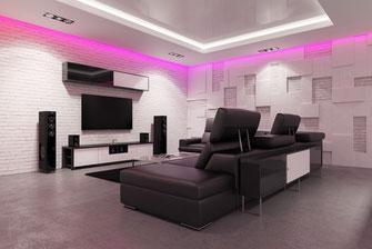 Moderne agehängte Decke mit indirketer Beleuchtung und integrierter Spanndecke - Modernes Wohnzimmer