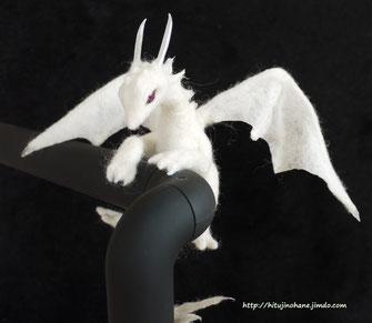 羊毛フェルト ホワイトドラゴン