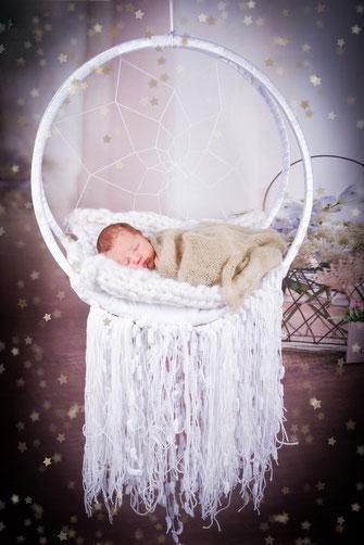 pasgeboren kindje in fotostudio