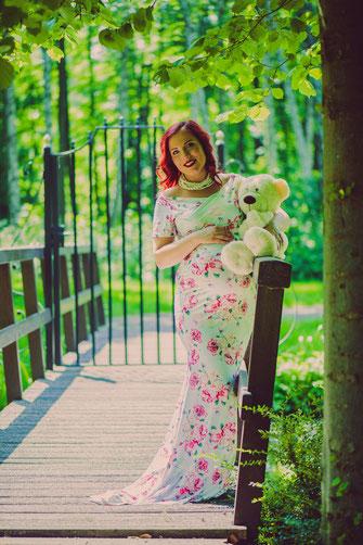 zwangere dame teddybeer