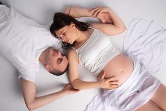 man en zwangere vrouw