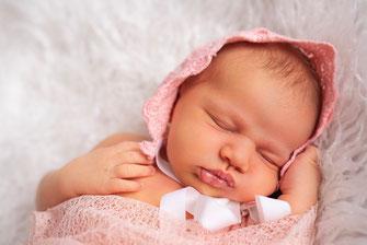 baby meisje op stof