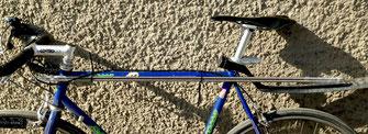 Fahrradkurier -Fahrrad mit Gewindestange