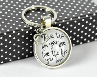 Schlüsselanhänger versilbert mit Sinnspruch Love the life
