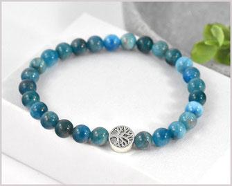 Die Perlen sind auf ein stabiles Gummiband gefädelt und dadurch passt sich das Armband dem Handgelenk optimal an.