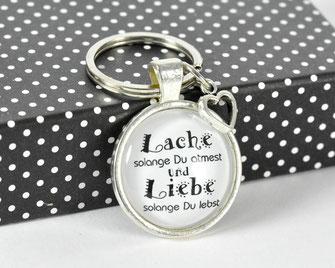 Schlüsselanhänger versilbert mit Sinnspruch Lache & liebe